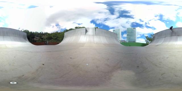 MOMENT | Skating